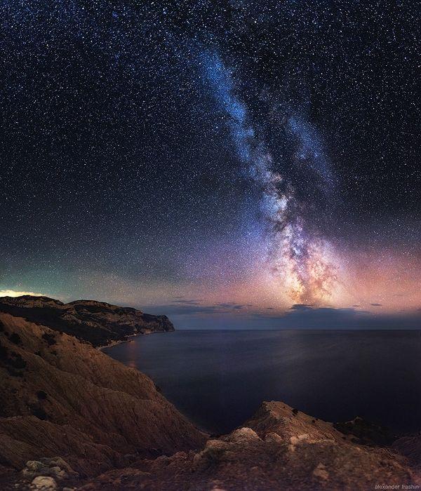 Млечный путь над мысом Айя. Место съемки - Серая скала.  Читать дальше: http://www.nat-geo.ru/photoclub/6330-magic-doors/#ixzz3BQpV1kRh