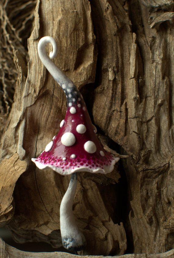 schöner, uriger kleiner Pilz aus Ton oder Keramik..                                                                                                                                                                                 Mehr