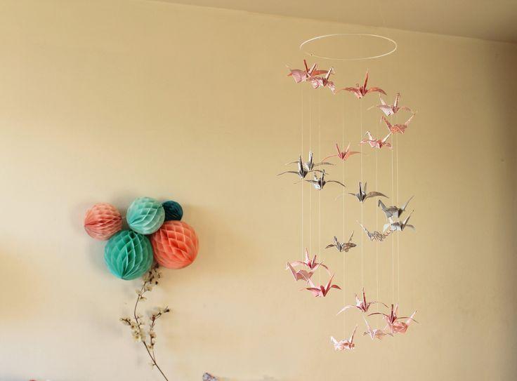 """Mobile bébé Origami """"Triple Spirale"""" Grues - Rose et Gris motifs graphiques"""
