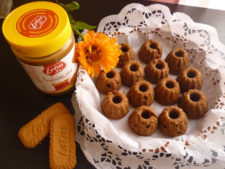 Minibábovičky s příchutí Lotusek http://veroniqueslife.blogspot.cz/2014/08/roztomile-lotuskove-minibabovicky.html