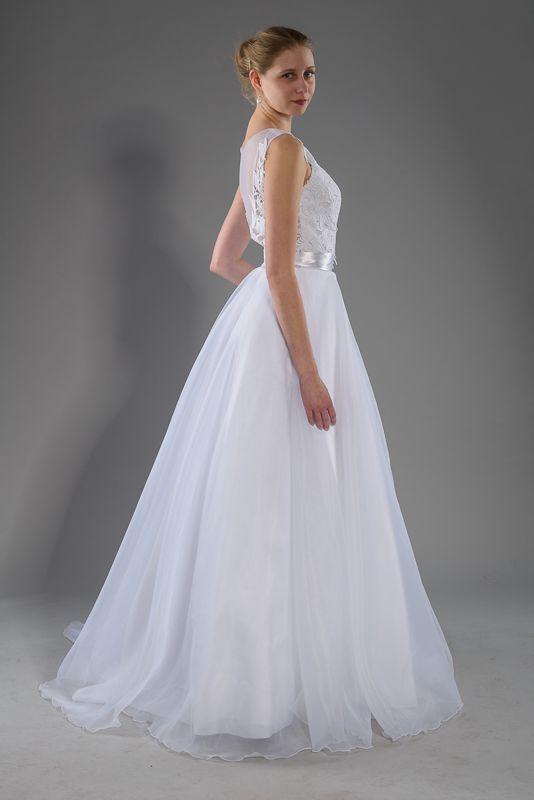 Svatební+šaty+s+organzovou+sukní+Živůtek+ze+vzdušné+krajky,+kolová+sukně+z+matné+organzy+podložená+vrstvami+tylu.+Velikost+38,+mohu+ušít+jinou+velikost+na+míru.