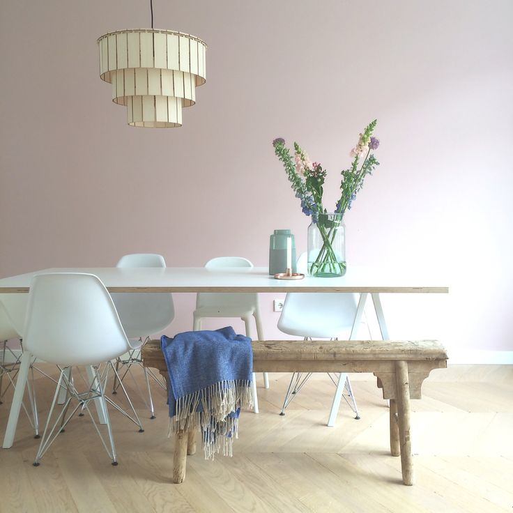 Pink wall, Hay loop stand table and wooden lighting. Designed by STUDIOSTIJL! #pinkwall #arpdesign #studiostijl #hay #haydesign