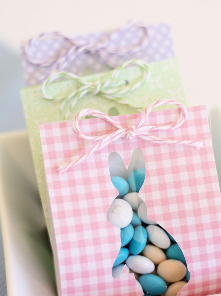 Love this: Easter favour bags made with a craft punch and scrapbook paper (Spoonfull of Sugar).