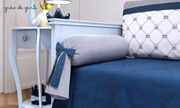Os rolinhos da cama babá do quarto de bebê Ursinho Clássico Marinho são super confortáveis e dão um acabamento ainda mais incrível para a decoração do ambiente!
