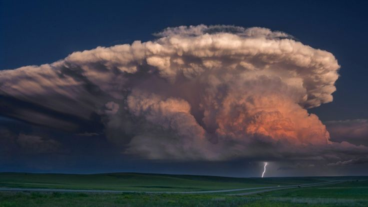 Supercell thunderstorm near Newcastle Wyoming [1900x1069] -Please check the website for more pics