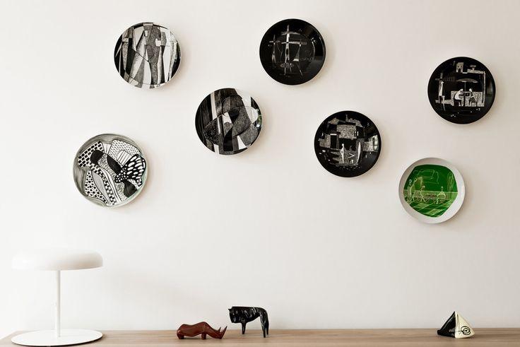 Ceramiczne talerze na ścianach, dekoracje ścienne, talerze na ścianach. Zobacz więcej na: https://www.homify.pl/katalogi-inspiracji/31646/nowoczesny-loft-w-starym-budynku-szpitala
