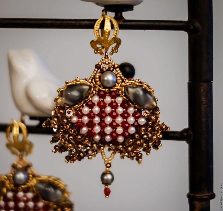 Купить Красная Королева - ярко-красный, бордовый, золотой, белый, серый, барокко, барочные серьги