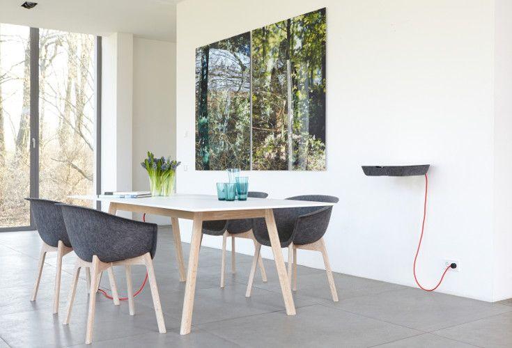 Funkcjonalny stół Pad Table wykonano z litego drewna dębowego. Blat to bardzo wytrzymały materiał hpl lub ccl.