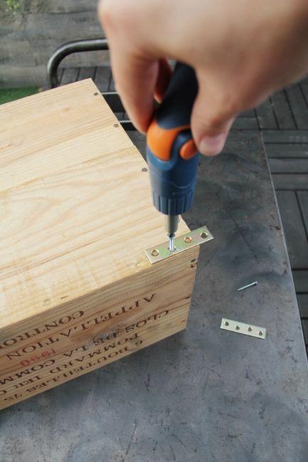 17 meilleures id es propos de caisses de pommes sur pinterest maison pour - Comment fixer des etageres ...