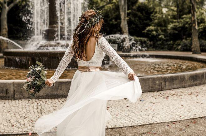 Zweiteiler Zur Hochzeit Mit Spitzen Body Und Midi Rock In Ivory Foto Claudia Gerhard Braut Brautkleid Spitze Kleid Hochzeit