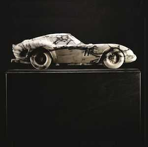 Maßstabsgetreue Naturstein-Kopien von Luxusautos: die britische Design-Firma Lapicida kommt mit Spielzeug für große Jungs auf den Markt
