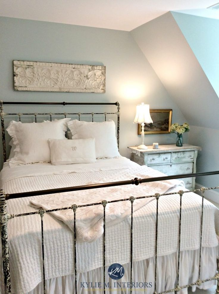 E-design expert Kylie M talks about Benjamin Moore Woodlawn Blue, a beautiful paint colour for any room - but shown in a north facing one.  Beautiful antique farmhouse or country style bedroom