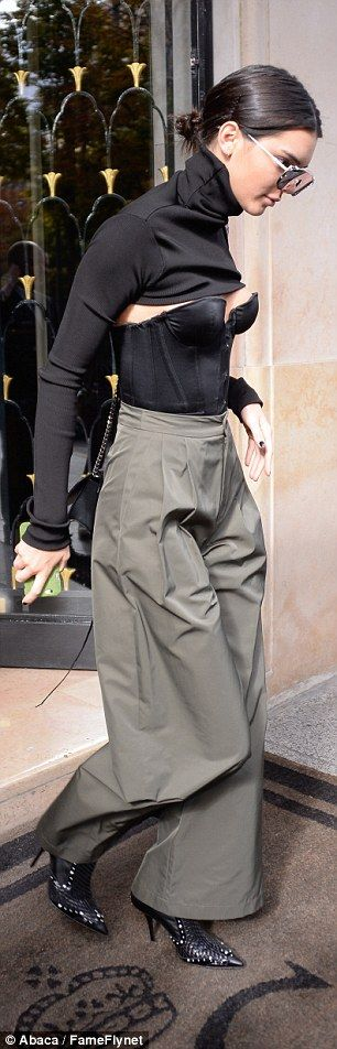 Kendall Jenner sizzles in bustier paired with voluminous trousers