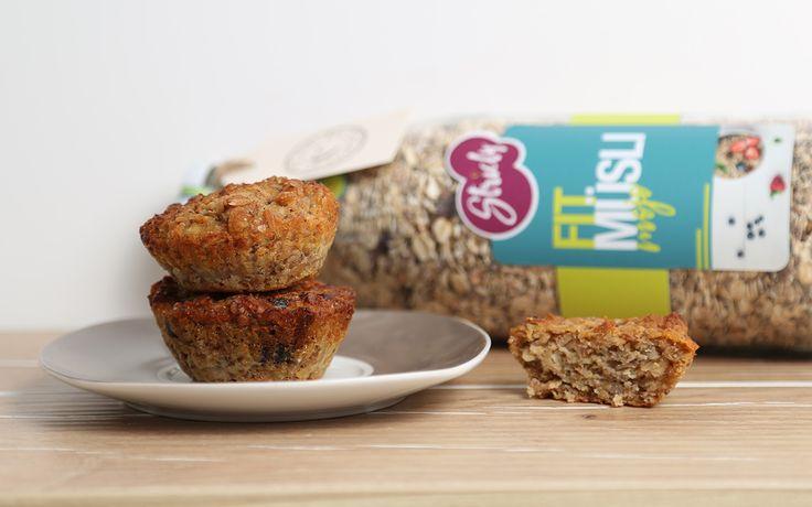 Wenn es früh mal wieder schnell gehen muss, sind unsere Müsli Muffins genau das Richtige 😊 Am Abend vorbereitet, könnt ihr sie früh auf dem Weg zur Arbeit oder Schule entspannt genießen.  Auch für eure Kleinsten sind die Muffins super geeignet. Da sie ohne Zucker und Ei sind, können sie auch schon die Kleinsten ab 10 Monate knabbern.