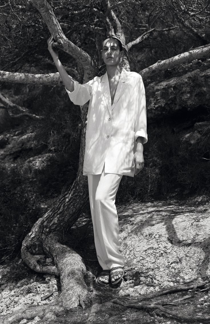 Hermès S/S 2015 // white oversized linen suit & sandals #style #fashion #classic