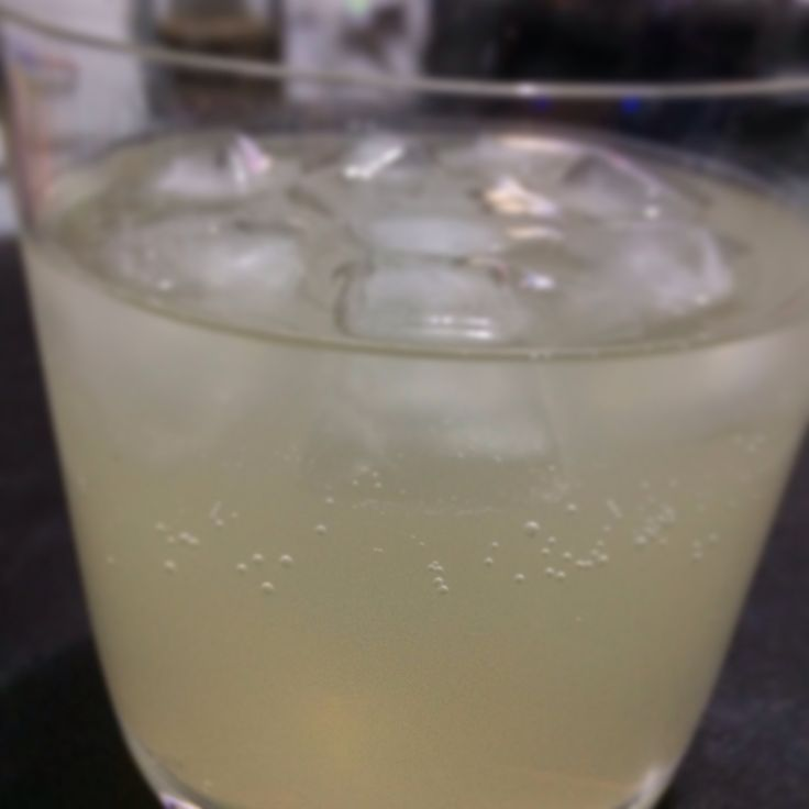 Gin and ginger beer cocktail