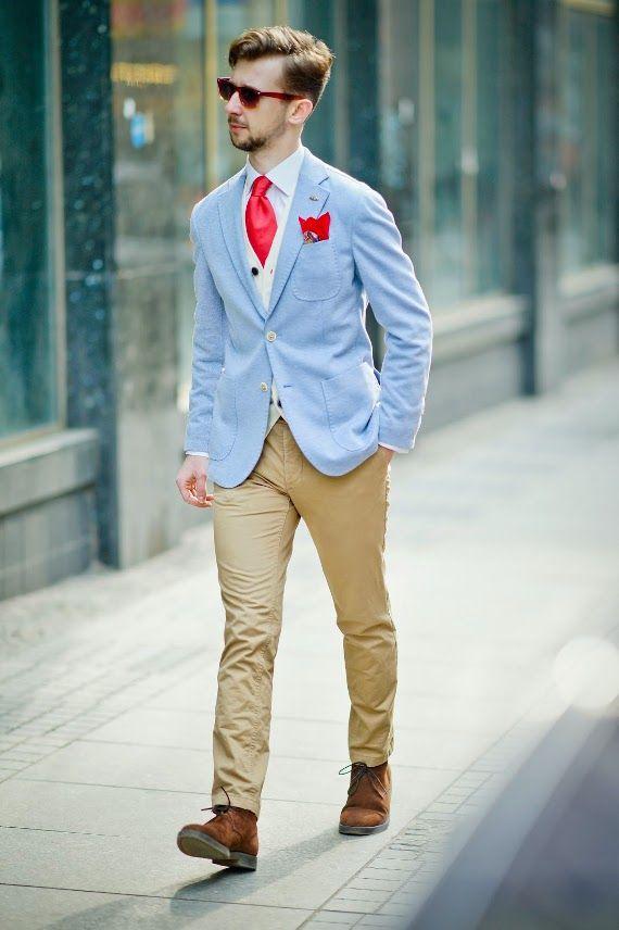 secondhand-dandy  Jest i mężczyzna, dandys – detalista, co to ładnie wkomponował się w miasto. Obecność kamizelki, poszetki i krawata w jednym miejscu jest doprawdy frapująca. Na dodatek ów dandys z gracją wymanewrował w stylizację soczystość i godnie przyjął ją na klatę. Wysoce akceptowalny poziom wymuskania zasługuje na niniejsze wyróżnienie. Miło popatrzeć na eleganta.  Więcej na Moda Cafe!