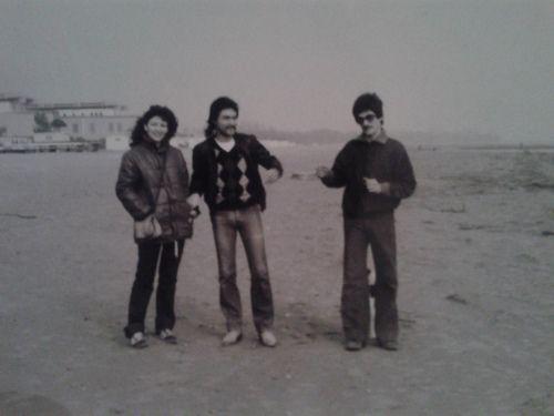Fotografia scattata nel '77. Mio padre, sulla destra, assieme a due amici al mare.