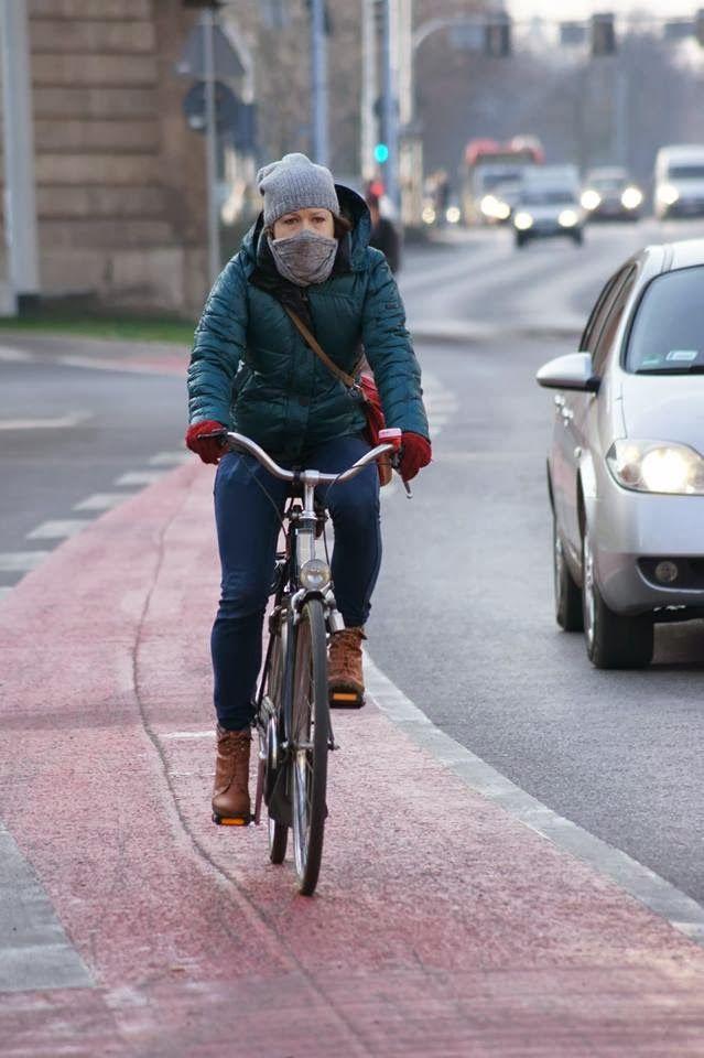 Perfekcyjna zimowa rowerzystka!