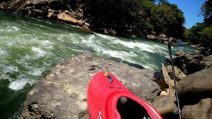 Kayak sobre el rio fonce