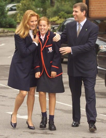 PRINCESS BEATRICE ACCOMPANIED BY THE DUKE AND DUCHESS OF YORK ARRIVES FOR THE FIRST DAY AT  HER NEW SCHOOL ST GEORGES SCHOOL FOR GIRLS IN ASCOT BERKS. 2000