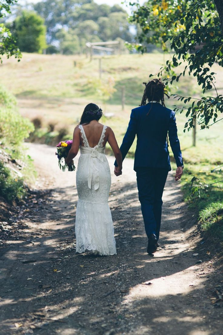 Relaxed tipi wedding at Allenvale Cottages in Lorne | LJM Photography