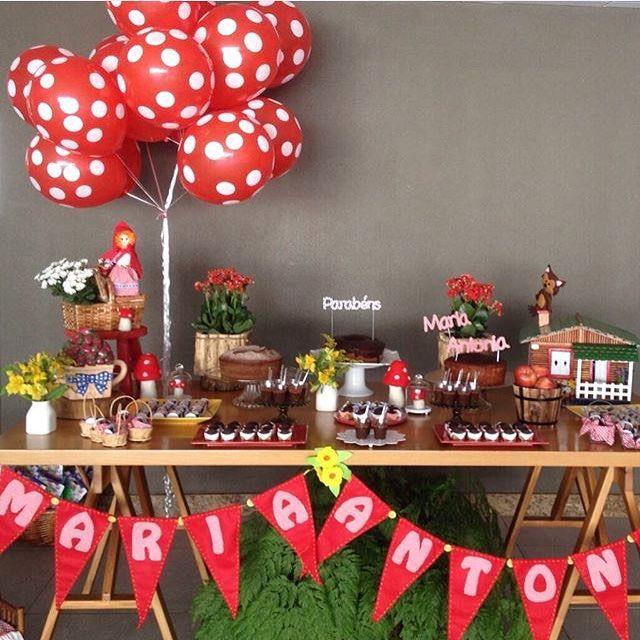Festinha Chapeuzinho Vermelho super fofa por @ipeamarelofestas! Adorei os balões e detalhes como a casinha da vovó! ❤️ #kikidsparty