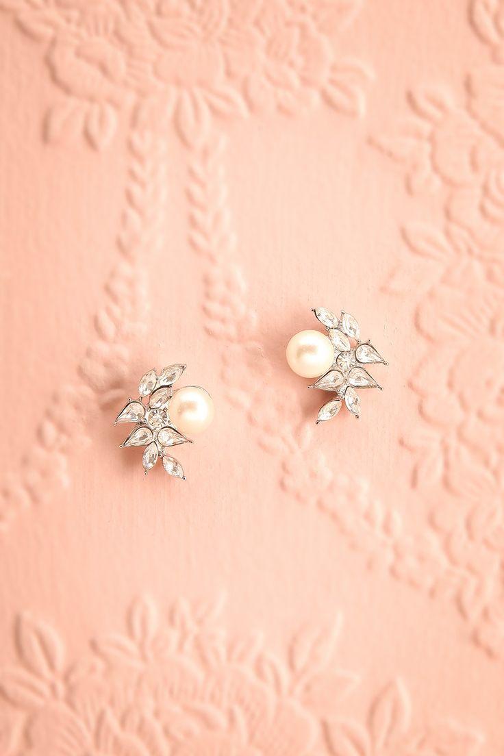 Nefia ♥ Les perles immaculées roulent le long du mont Olympe et s'encastrent dans l'amalgame de cristaux. Immaculate pearls rolled along Olympus mount and got interlaced with the amalgam of crystals.