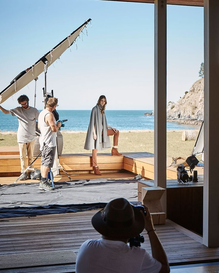 With a modern sea cabin amidst a unique landscape of rolling hills that crash into rugged coastlines, it was the perfect location to contrast the crisp outdoors with the warmth and cosiness of layering. #countryroadstyle