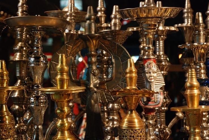 De Khan el Khalili bazaar in Cairo staat boordevol waterpijpen!