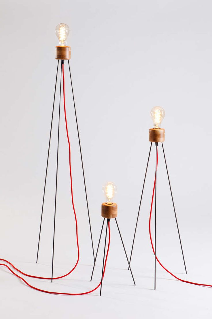 Li.Mod.Spi.F Floor lamp with edison bulb resting on three metal rods. The lamp comes in 3 heights and there is option of adding a wicker shade. It can be used as a floor or table lamp.