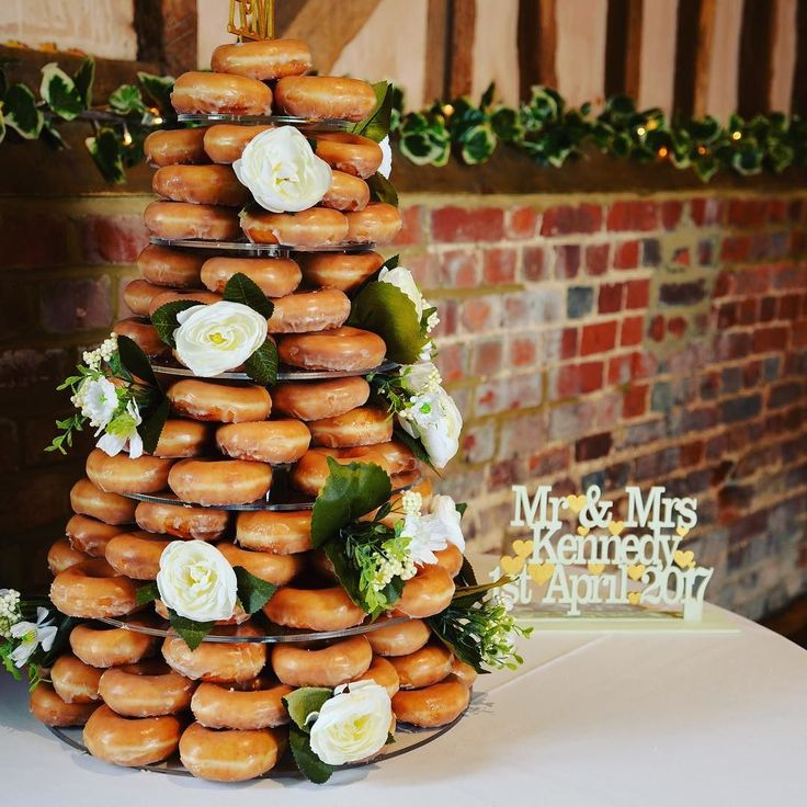 25 legjobb tlet a kvetkezrl Doughnut Wedding Cake a Pinteresten