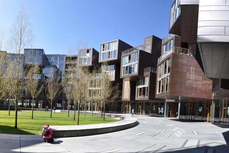 Résidence Tietgen, Copenhague, par  Lundgaard & Tranberg Arkitecter  Cette résidence universitaire qui renouvelle le genre tente de marier harmonieusement espaces privés et collectifs. Le bâtiment circulaire où s'insèrent les 360 logements entoure une grande cour intérieure commune.
