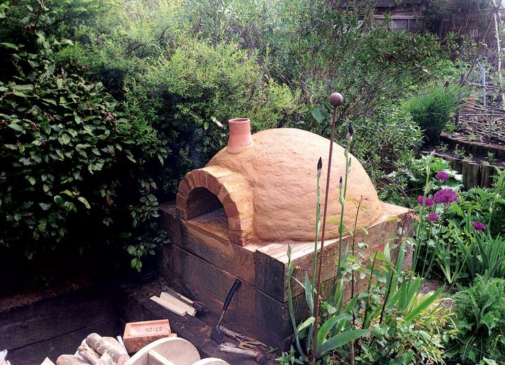 Step-by-step instructions on how to build a pizza oven in your own back garden. EXCELLENT tutorial