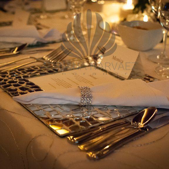 Detalles en la mesa de invitados