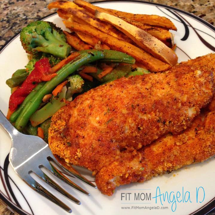 Zesty Almond Crusted Chicken Fingers | 21 Day Fix Approved | www.fitmomangelad.com
