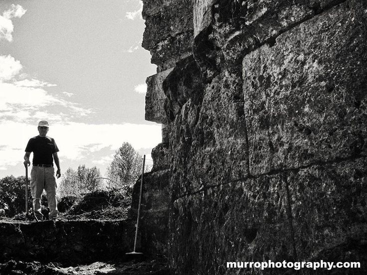 """The man with the shovel..."" Chi sarà mai?!?!' @LoveArchaeology @castrocielopro #archeologia #archaeology #aquinum pic.twitter.com/Yniy7JGoHB"