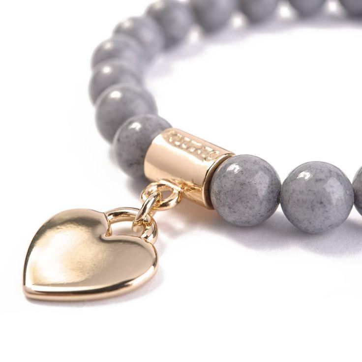 Bransoletka Grey Geart wykonana z kamieni półszlachetnych (jadeitów) ozdobiona złotą przywieszką-sercem.