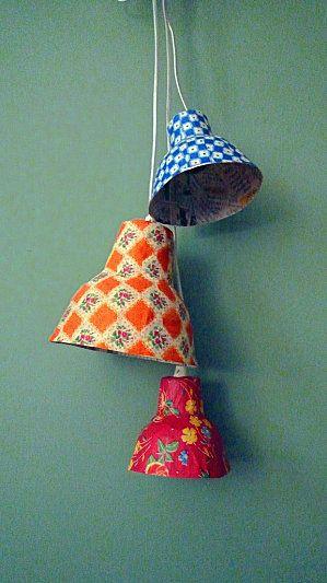 trasformare queste bellissime lampade in campanelline con il bordo a micro pompon