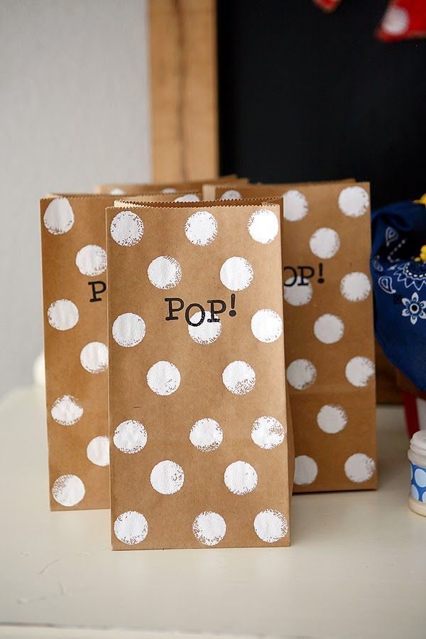 Love the simplistic look of this--goes well with burlap/rustic decor.   eighteen25: Fourth of July Popcorn Bar