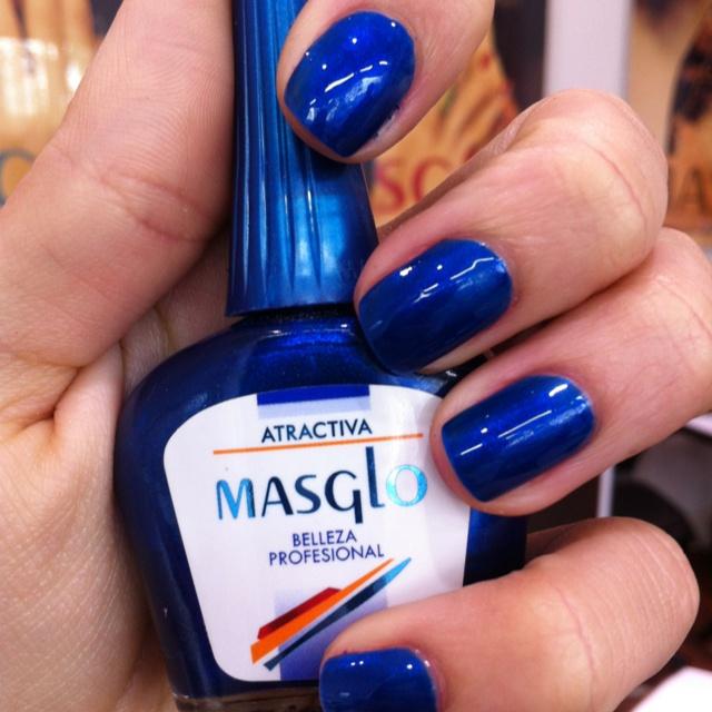 Atractiva con Masglo. Encuéntralo en http://www.nailartshop.co/productos/esmaltes/esmalte-masglo-atractiva/