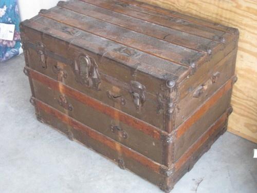 Craigslist Goodie Antique Trunk Trunk Furniture Vintage Boxes Wooden