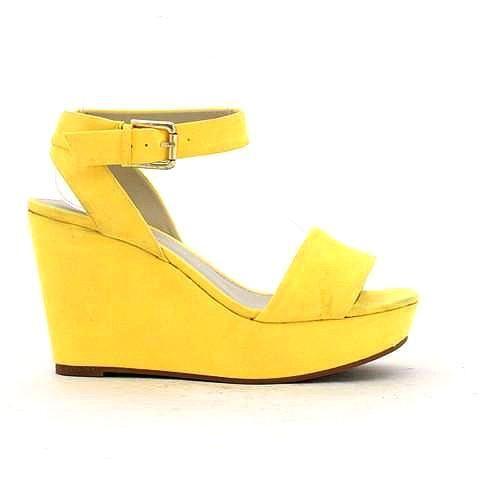 MALTESE wedge in yellow. #mybetsonBetts #BettsRaceDayReady #BettsShoes #shoes #wedges