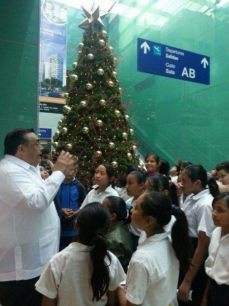 Se enciende la Navidad en el Aeropuerto Internacional de Mérida