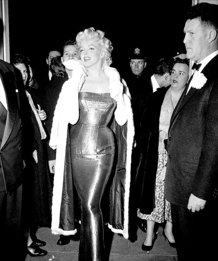 """Marilyn Monroe at the premiere of Cat on a Hot Tin Roof, 1955. """