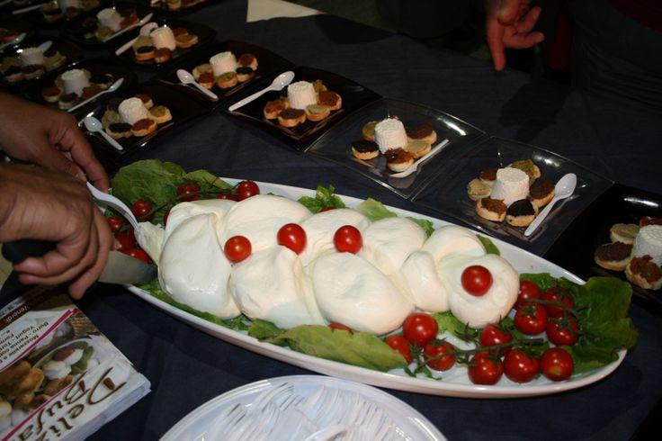 Mozzarelle di Porto Badisco, pomodorini ciliegia, marmellata di gelso nigro (una rarità oltre che una delizia)