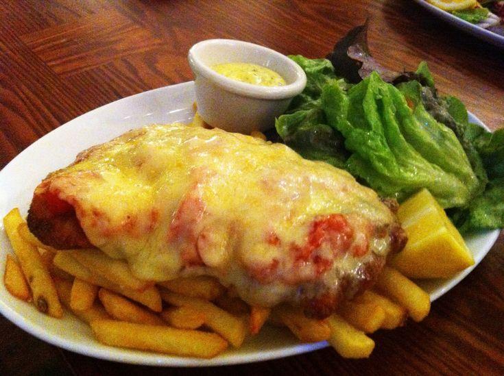 Χοιρινά+σνίτσελ+με+προσούτο,+ντομάτα+και+τυρί+τσένταρ
