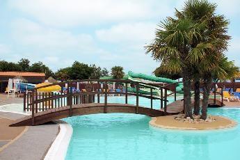 Superbe Camping en Vendée à Jard-sur-mer. Location en mobil-home dans ce camping 4 étoiles avec les meilleurs prix et le paiement sécurisé