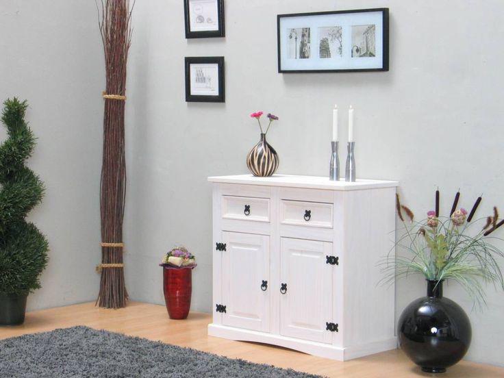Compact wit dressoir uit de serie New Mexico, met de zo kenmerkende stijl. Een leuk klein dressoir met 2 deuren en 2 laden, afgewerkt met een witte waxlaag. Dit