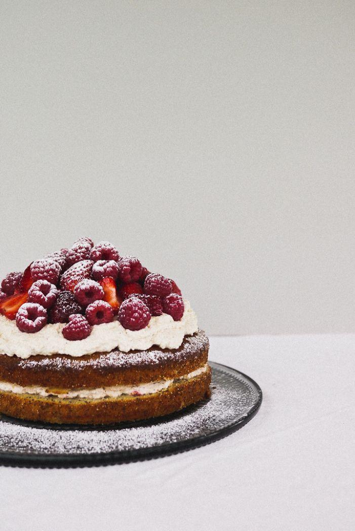 lemon & poppyseed cake with strawberry cream